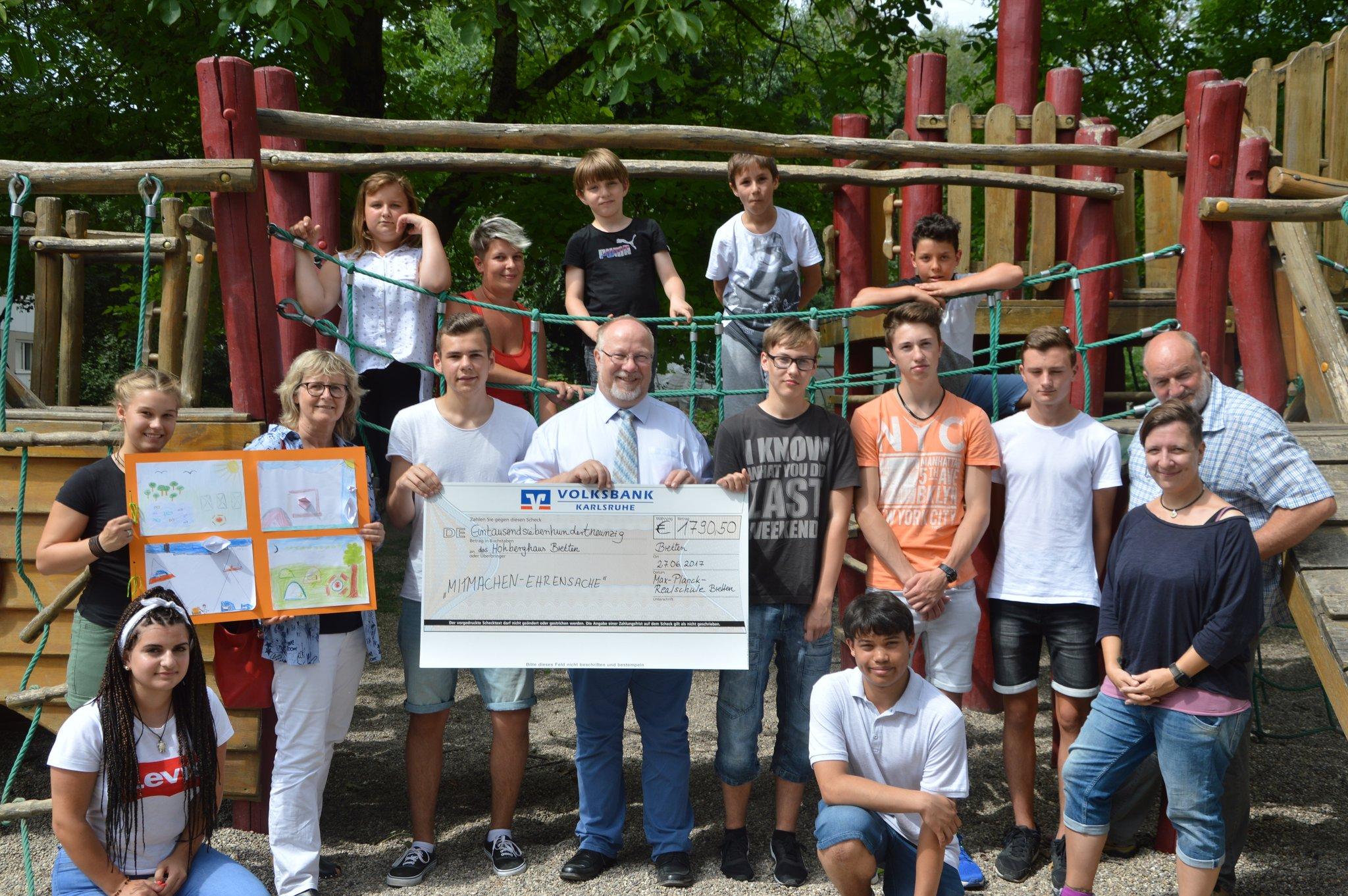 38a55b9acdebe Bretten  Jugendliche der Max-Planck-Realschule spenden Lohn ans Hohberghaus  - Bretten
