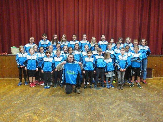 Neue Trainingsjacken Fur Die Leichtathletik Jugend Region
